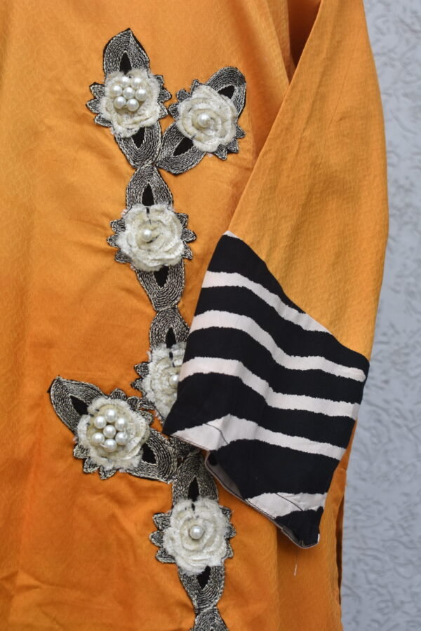 motifs with pearls and striped sleeves